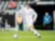 Befürchtet keine Probleme durch die frühzeitige Bekanntgabe des Wechsels von Trainer Marco Rose: Florian Neuhaus spielt den Ball. Foto: Federico Gambarini/dpa-pool/dpa