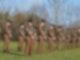 Britische Soldaten bei einer Schweigeminute für Kapitän Sir Thomas Moore. Foto: Joe Giddens/PA Wire/dpa