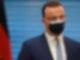 Bundesgesundheitsminister Jens Spahn (CDU) strebt eine sofortige Freigabe des Corona-Impfstoffs von Astrazeneca für alle Impfwilligen an. Foto: John Macdougall/AFP Pool/dpa