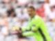 Trägt eine Kapitänsbinde in Regenbogenfarben: Deutschlands Torhüter Manuel Neuer. Foto: Christian Charisius/dpa