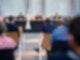 Der Vorsitzende Richter Johannes Wieseler (M) und seine Kollegen Volker Messing (l) und Dirk Pelzer sitzen zu Beginn der Berufungsverhandlung zu den Schadensersatzforderungen der Hinterbliebenen des Germanwings-Absturzes 2015 in der Lobby des Oberlandesgerichtes. Foto: Guido Kirchner/dpa